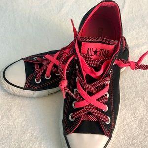 Women's size 7 Converse sneaker
